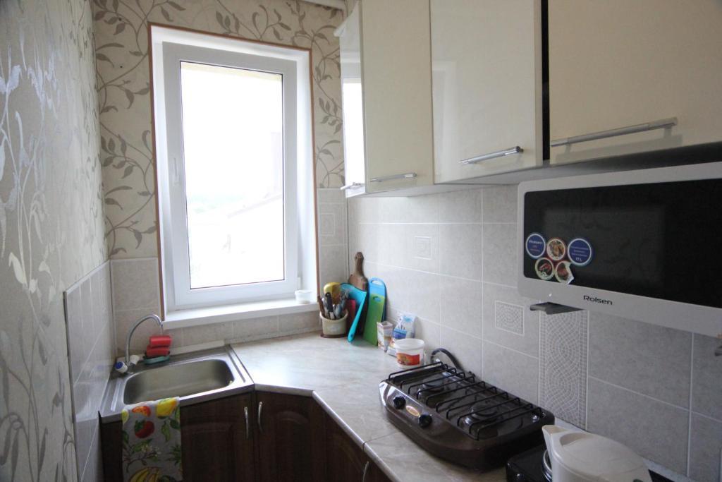 Кухня или мини-кухня в Гостевой Дом Ася