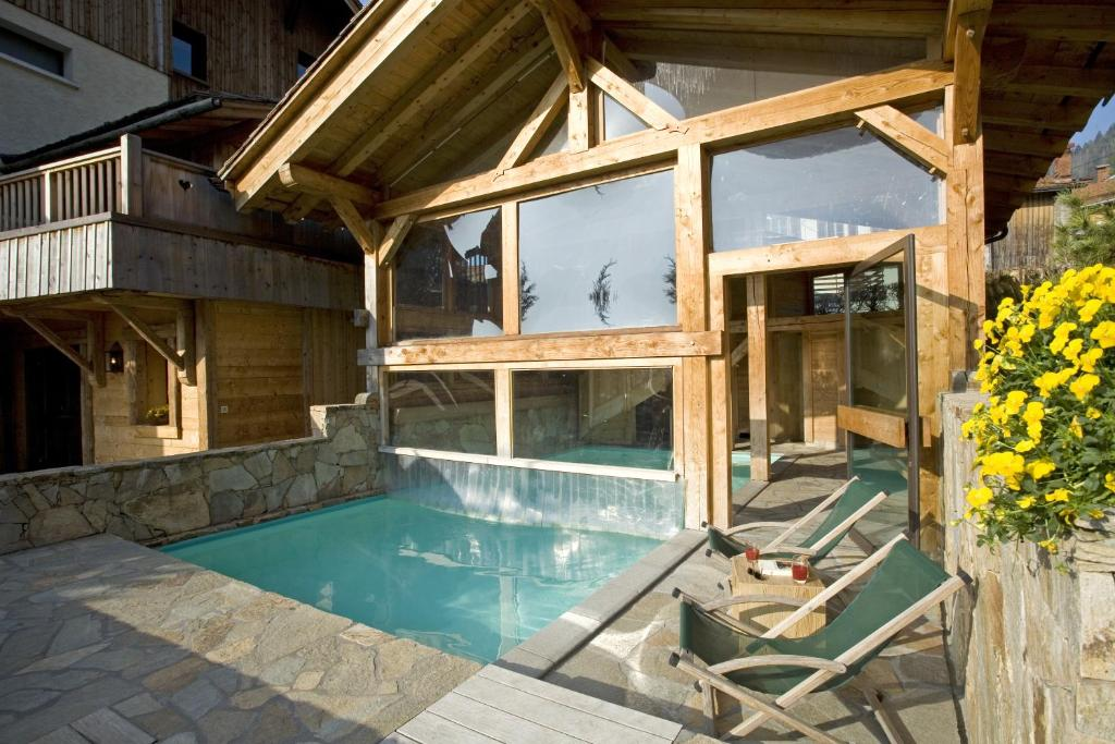 The swimming pool at or near Best Western Chalet les Saytels