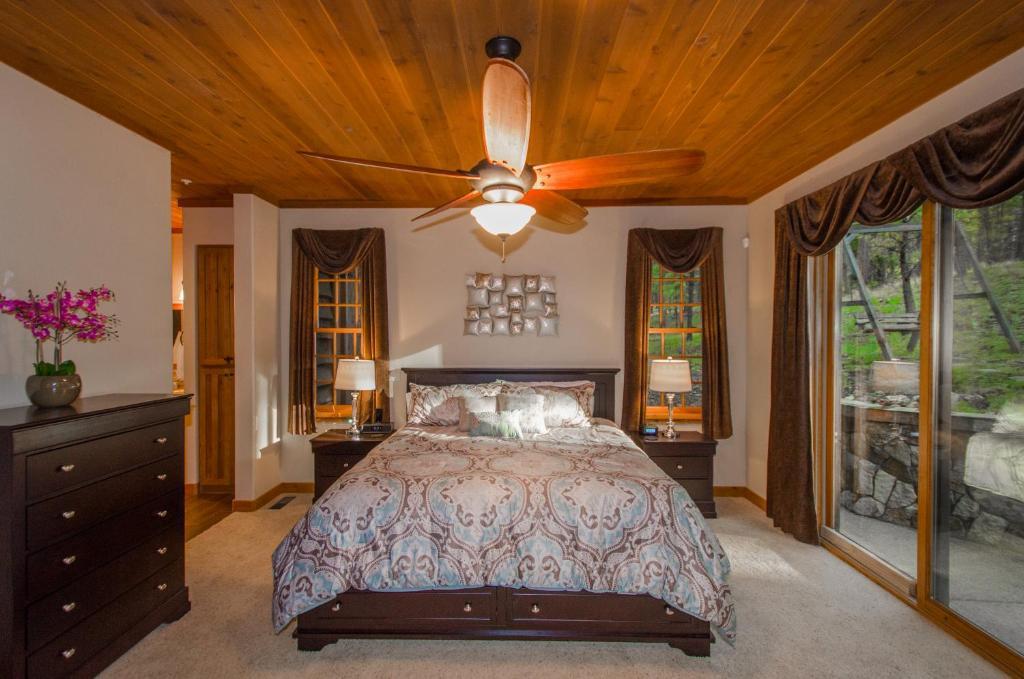 Vacation Home Pine Canyon Retreat, Flagstaff, AZ - Booking.com