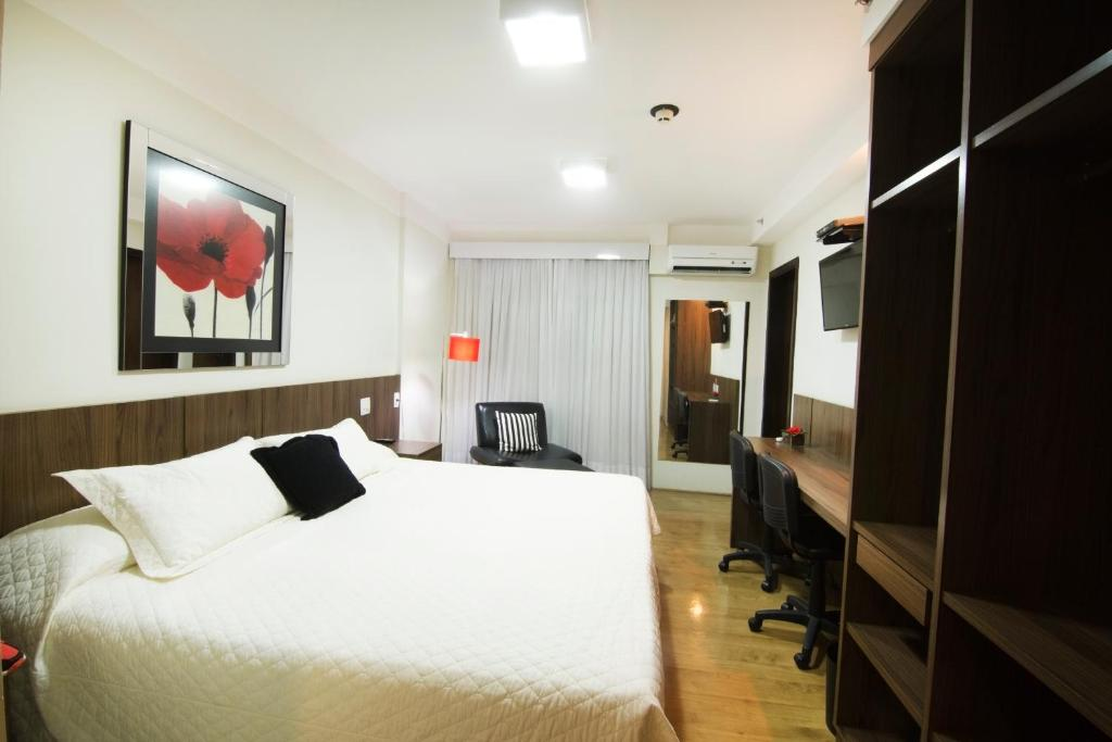 A bed or beds in a room at JR Hotel Ribeirão Preto