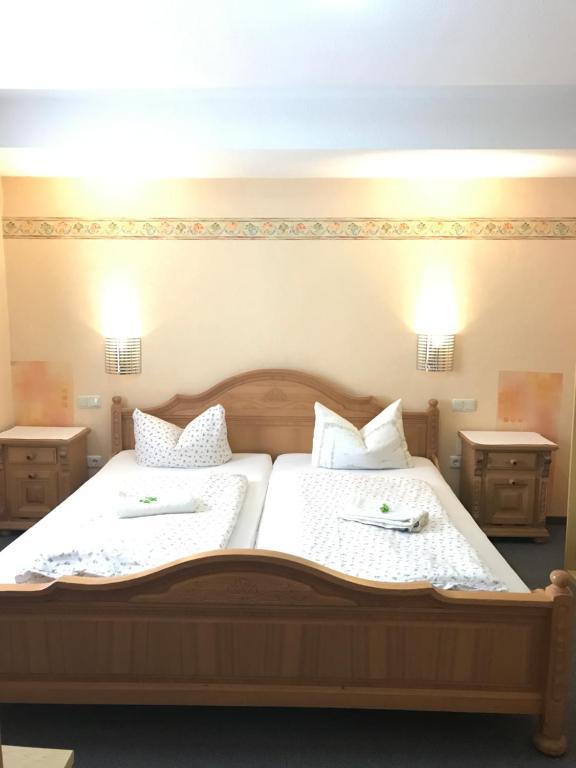 Ein Bett oder Betten in einem Zimmer der Unterkunft Hotel Stadt Wolfhagen