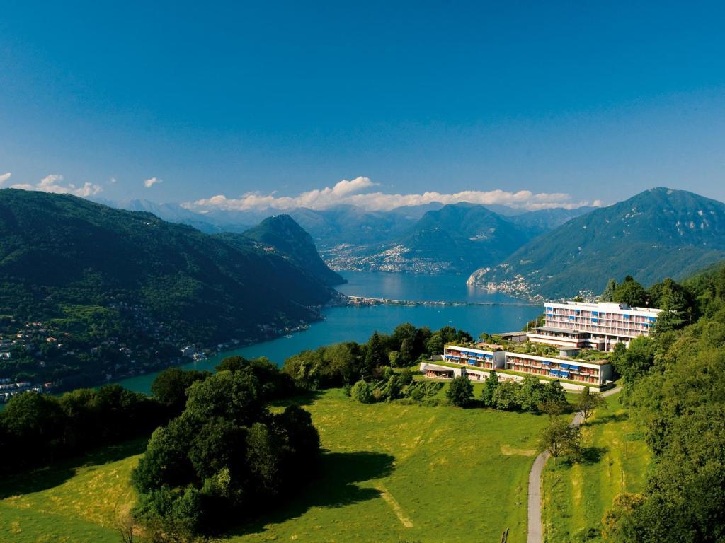 Blick auf Hotel Serpiano aus der Vogelperspektive
