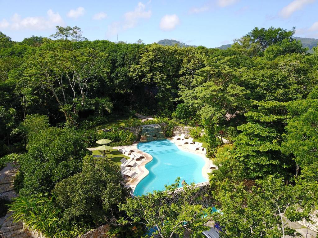 A view of the pool at Hotel la Aldea del Halach Huinic or nearby
