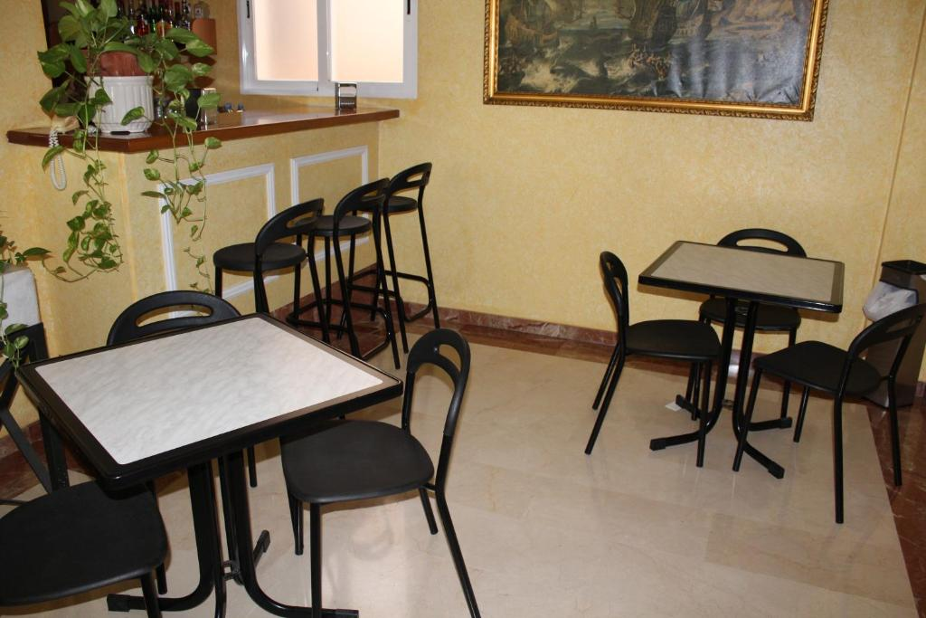 A restaurant or other place to eat at Hotel Albohera