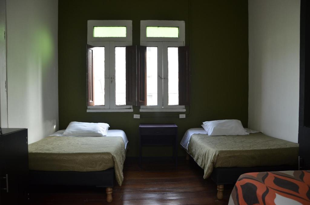 A bed or beds in a room at Hostal Kaleidoscopio