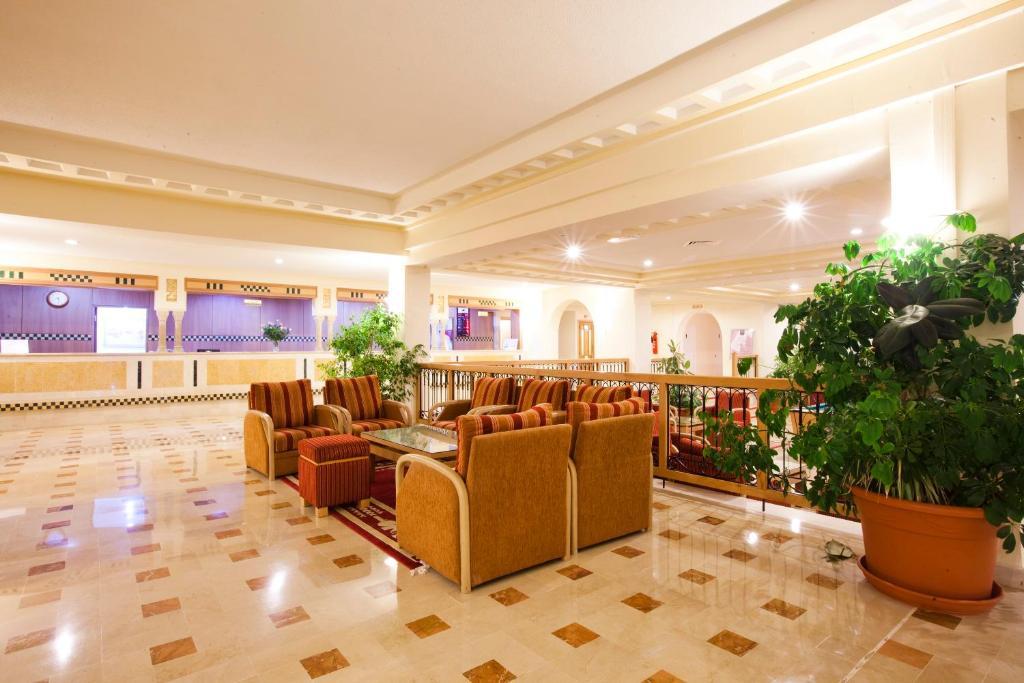 The lobby or reception area at El Mouradi Cap Mahdia