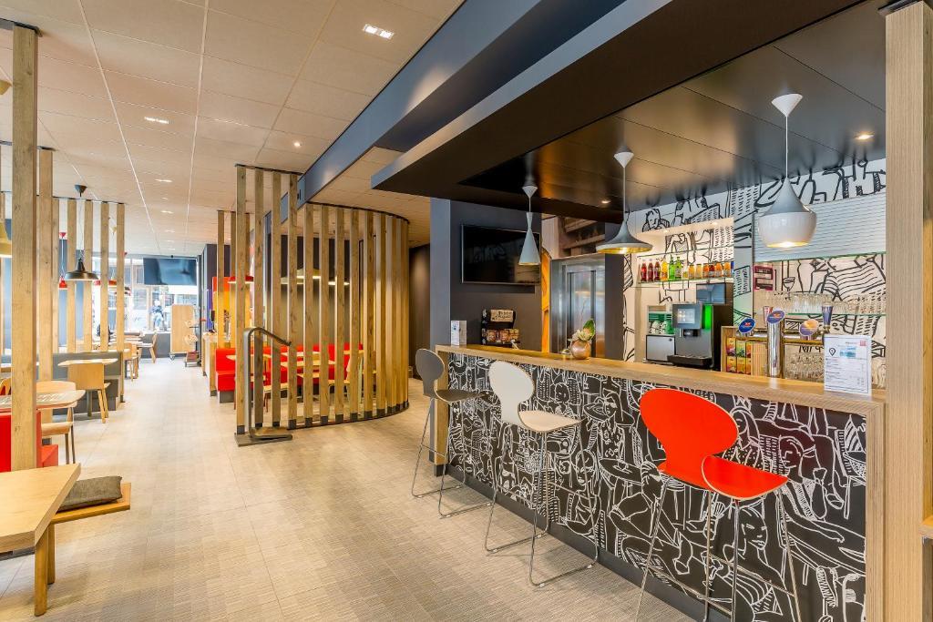O lounge ou bar de ibis Geneve Centre Lac