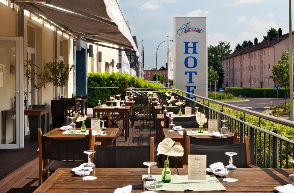 A restaurant or other place to eat at Fleming's Conference Hotel Frankfurt