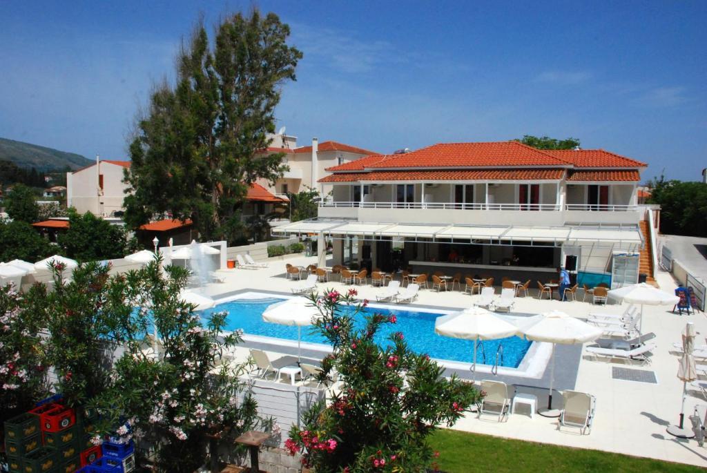 O vedere a piscinei de la sau din apropiere de Esperia Hotel
