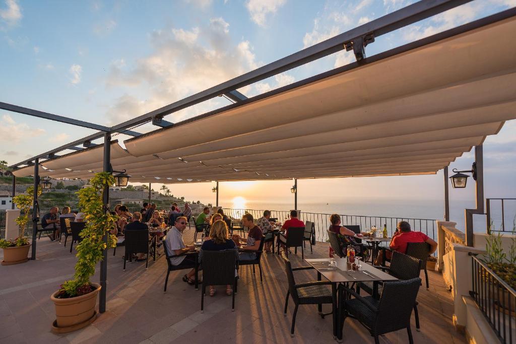 Een restaurant of ander eetgelegenheid bij Sa Baronia