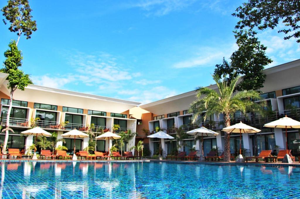 The swimming pool at or near Bundhaya Resort