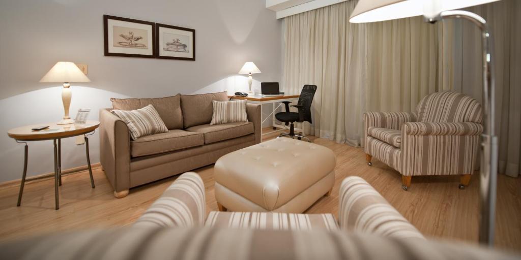 Uma área de estar em HB Hotels Sequóia Alphaville