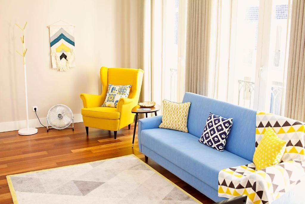 A seating area at Golden Porto Cardosas Apartment