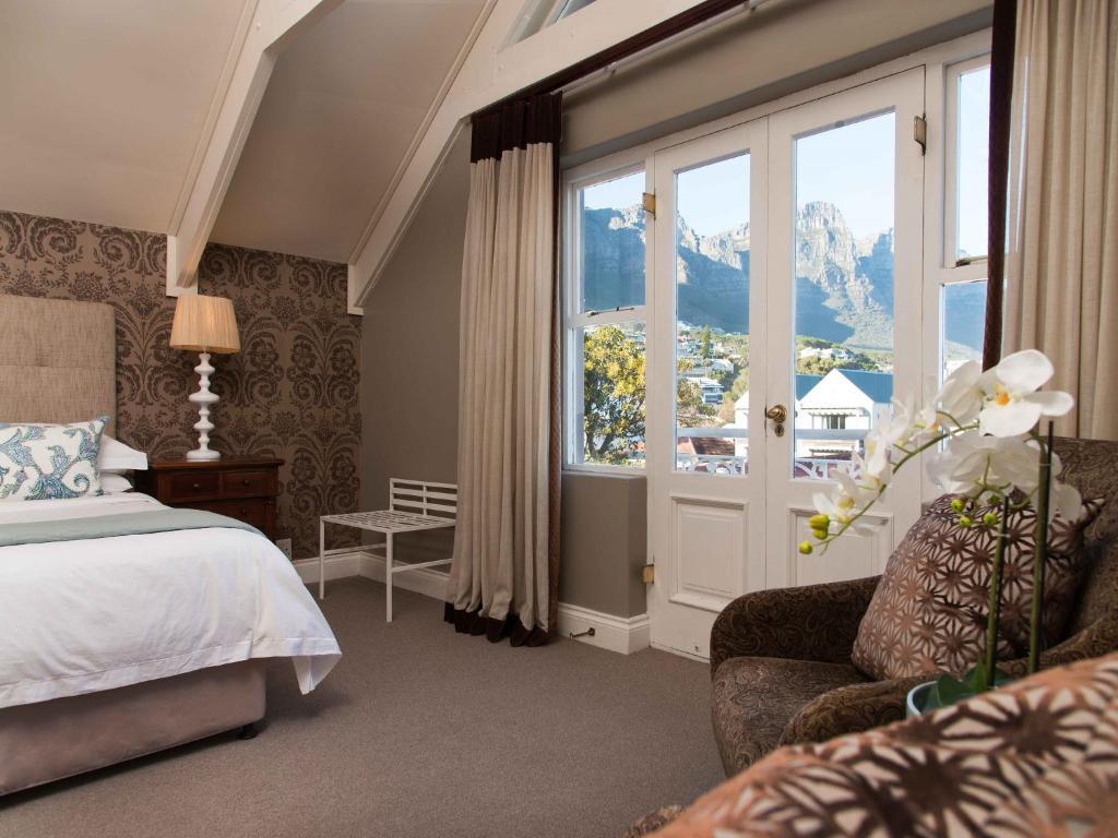Kalnų panorama iš svečių namų arba bendras kalnų vaizdas