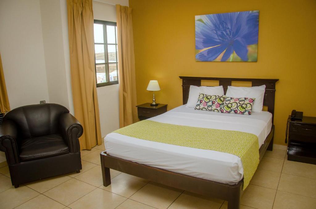 Łóżko lub łóżka w pokoju w obiekcie Hotel Residencial Cervantes