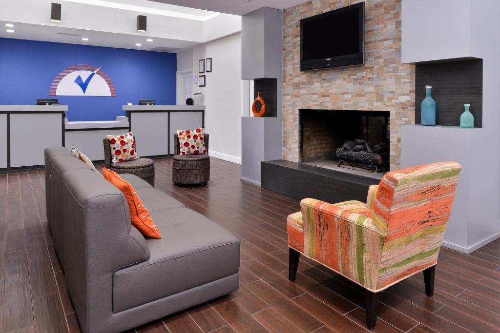 A seating area at Americas Best Value Inn & Suites Extended Stay - Tulsa