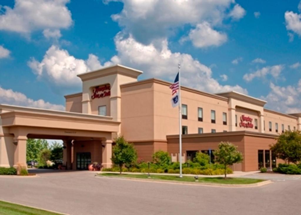 Hampton Inn & Suites Grand Rapids Airport.