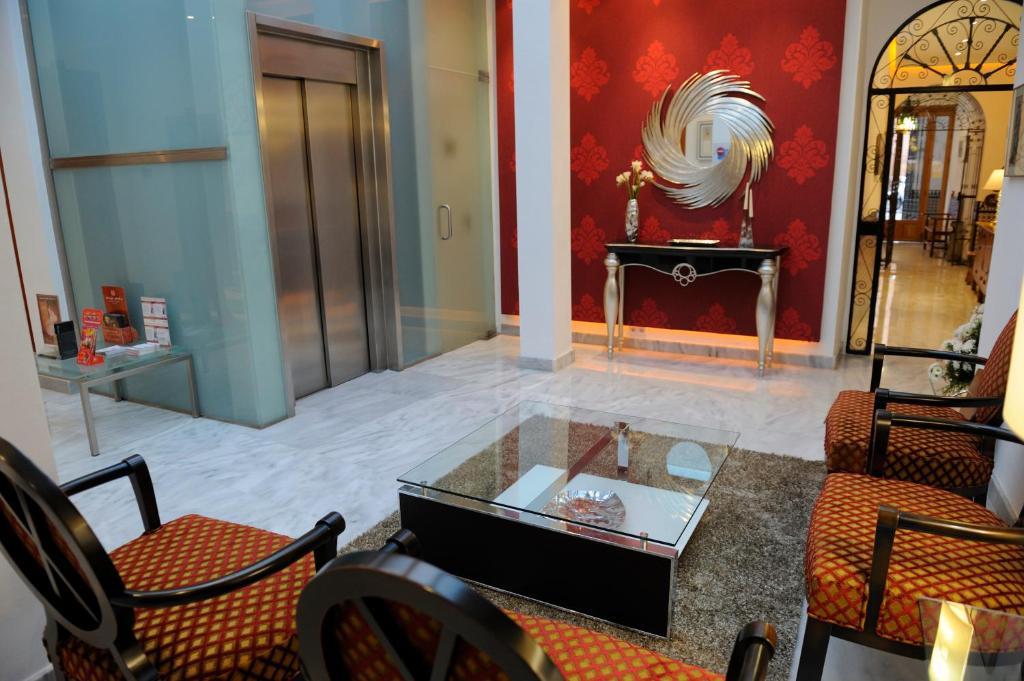 Een zitgedeelte bij Hotel Goya
