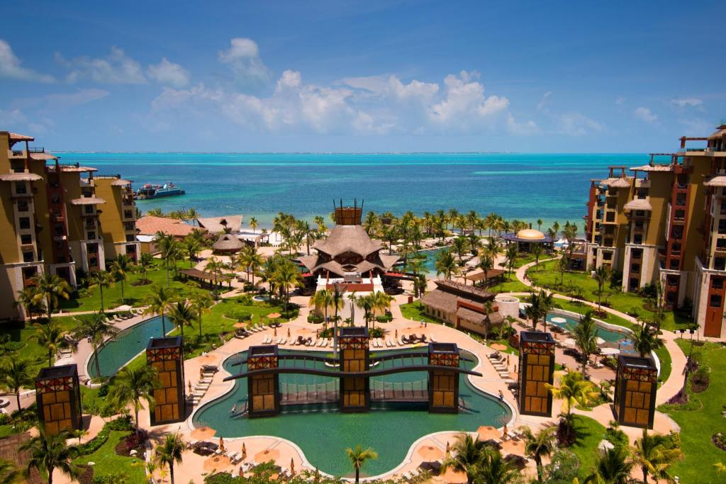 A bird's-eye view of Villa del Palmar Cancun Luxury Beach Resort & Spa