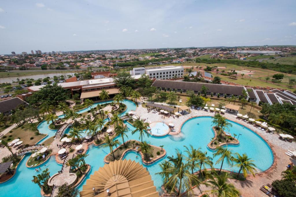 Uma vista da piscina em Blue Tree Park Lins ou nos arredores