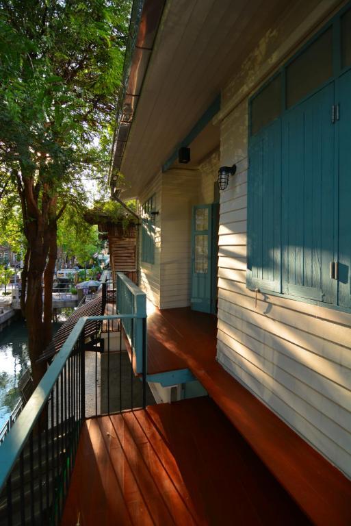 A balcony or terrace at La Moon Hostel