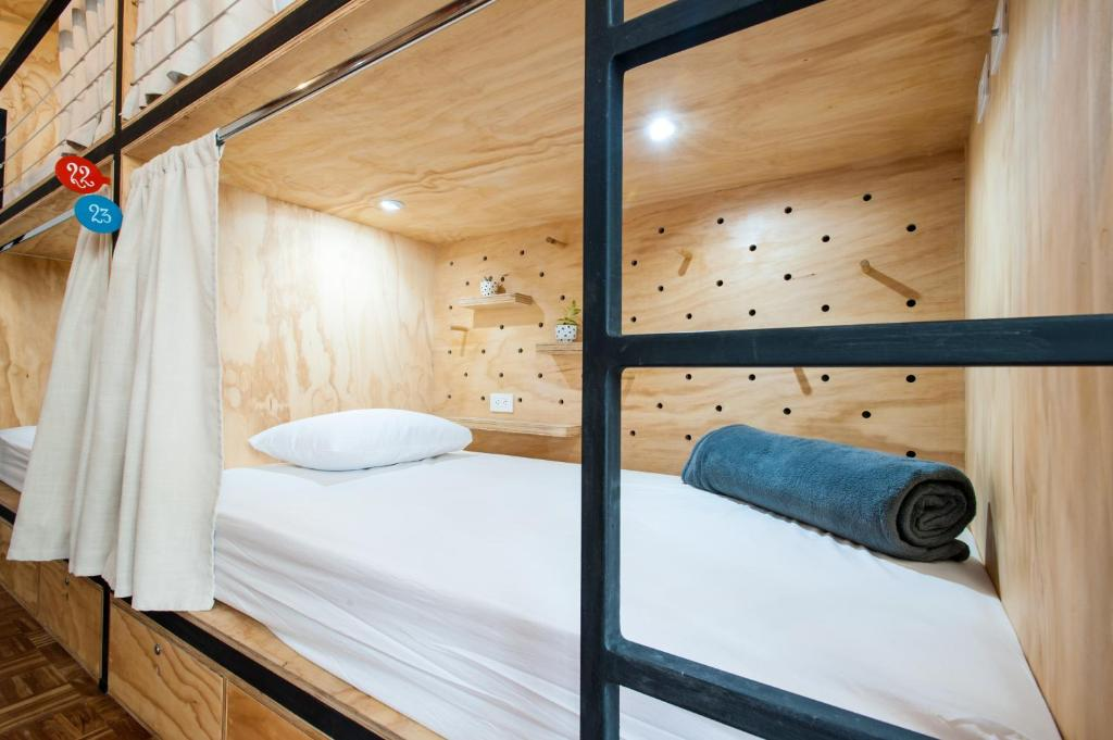 A bed or beds in a room at Capital Hostel de Ciudad