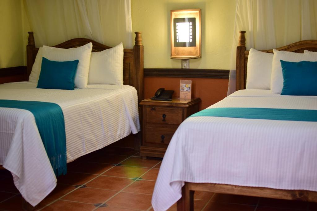 A bed or beds in a room at Hotel Tradicional