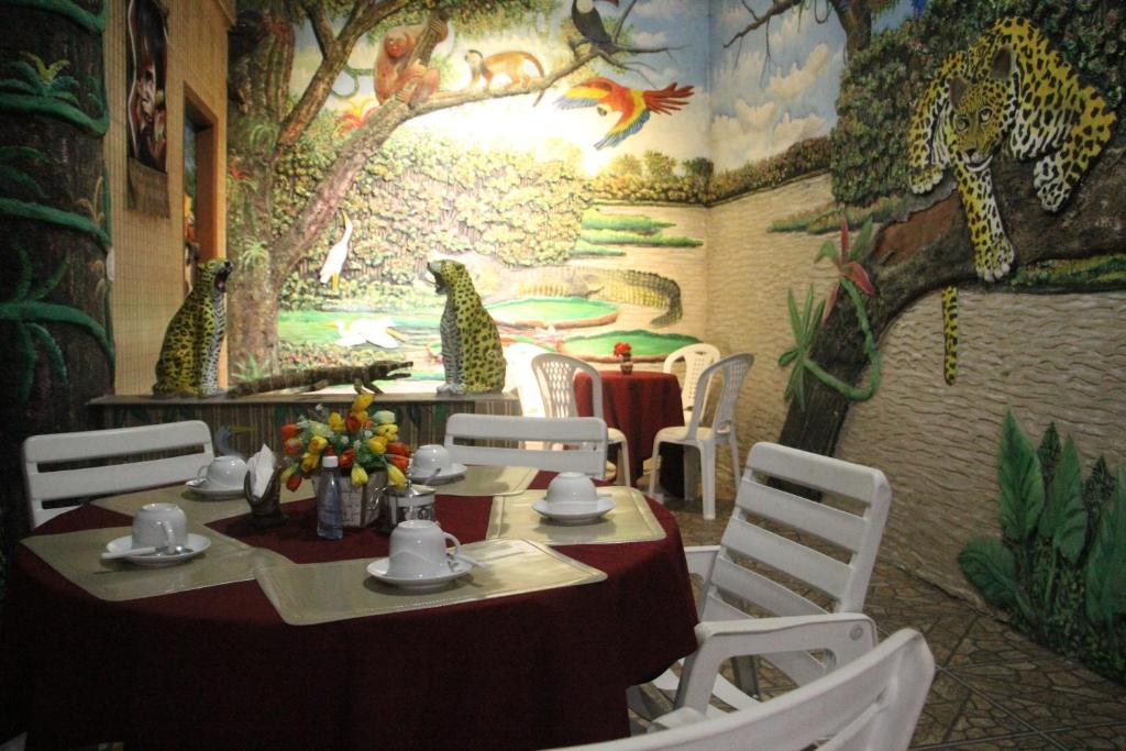A restaurant or other place to eat at Hotel Marajoara
