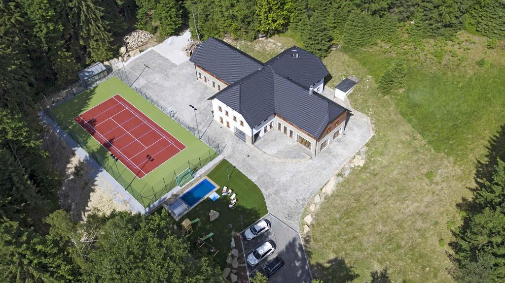 Letecký snímek ubytování Club Rezidence Pod Lučí