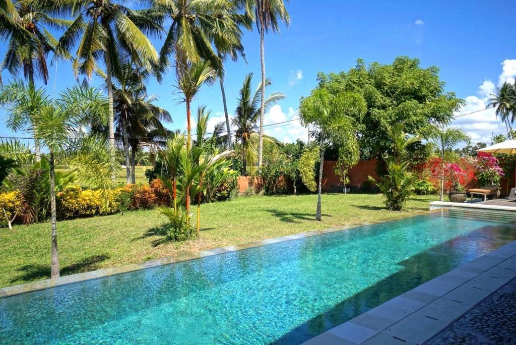 The swimming pool at or close to Villa Taman Kanti