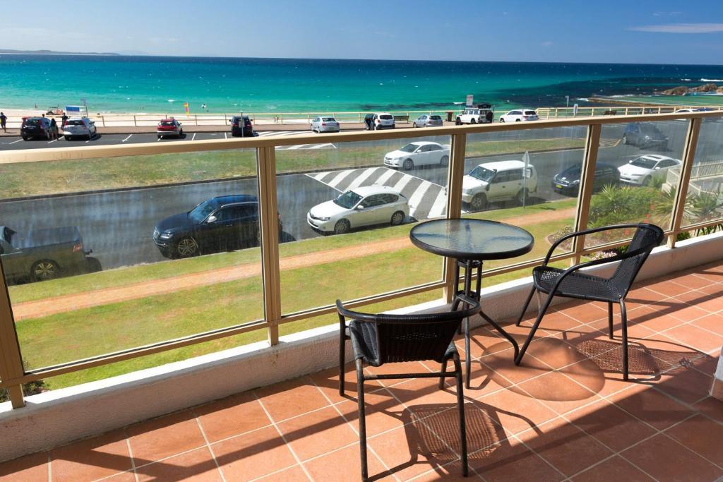 A balcony or terrace at Ebbtide, Unit 07, 2-6 North Street