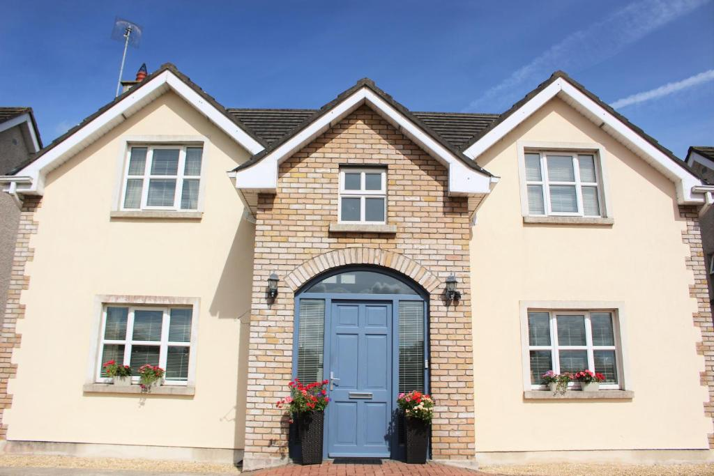 Newbridge, Kildare Commercial property priced - uselesspenguin.co.uk