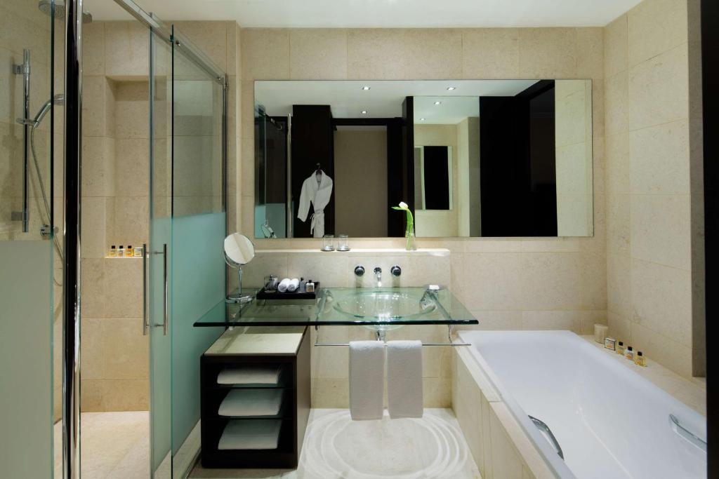 A bathroom at Park Hyatt Jeddah - Marina, Club and Spa
