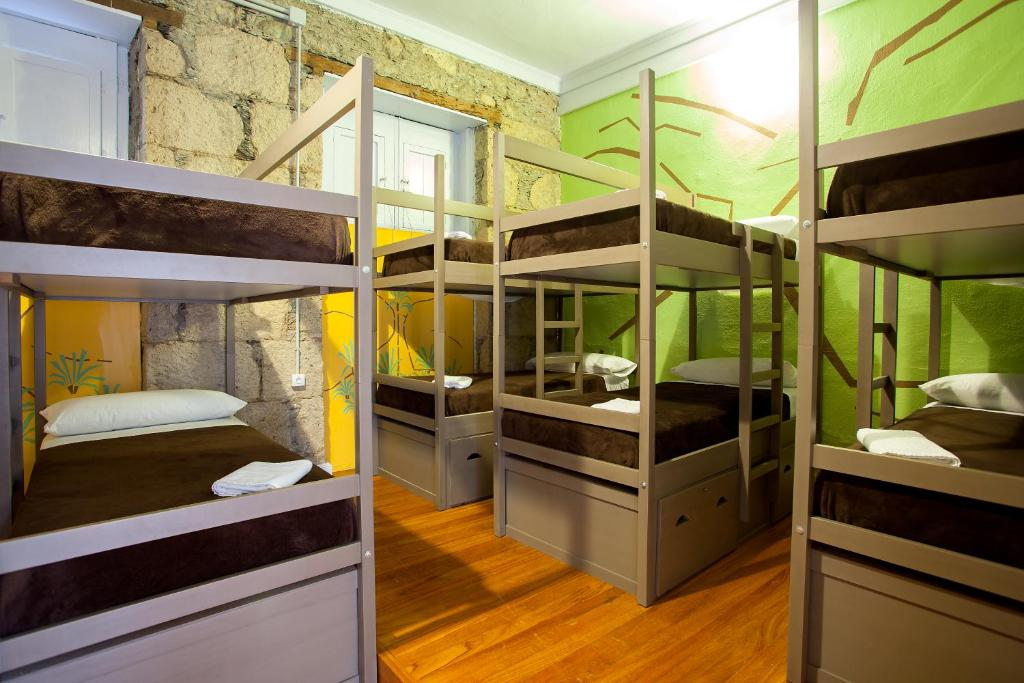 A bunk bed or bunk beds in a room at Ecohostel Bettmar