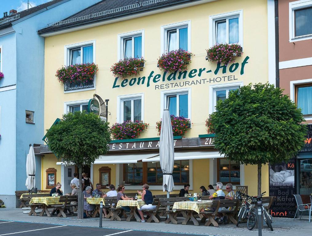 Ein Restaurant oder anderes Speiselokal in der Unterkunft Leonfeldner Hof