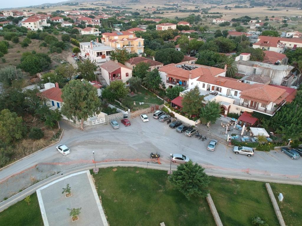 A bird's-eye view of To Kyma