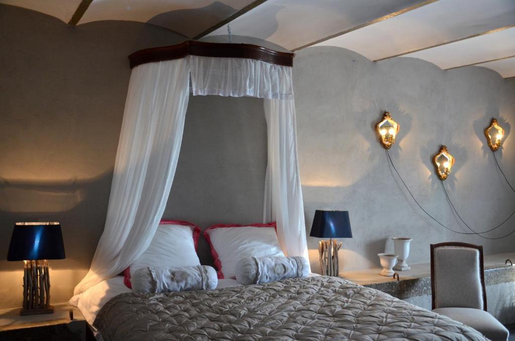 Un ou plusieurs lits dans un hébergement de l'établissement B&B La ferme du doux