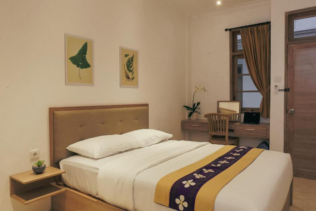 A bed or beds in a room at Akila Stay