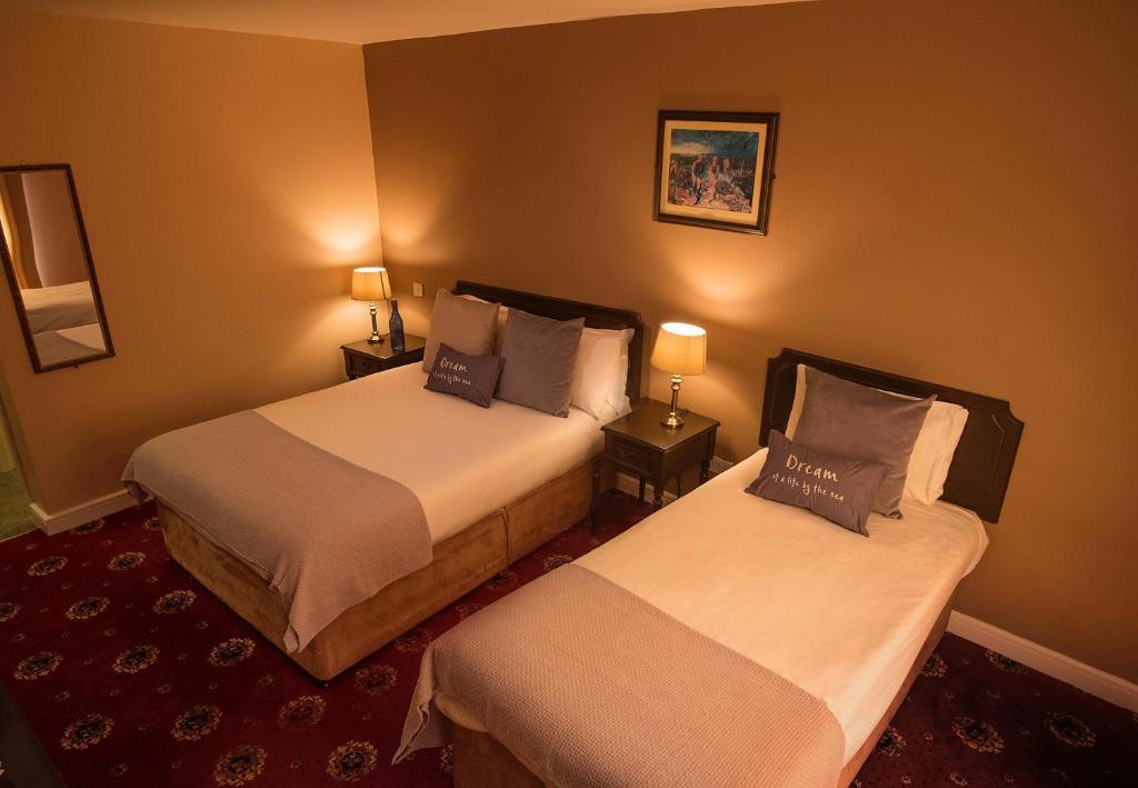 GRAND CENTRAL HOTEL $76 ($90) - Bundoran, Ireland