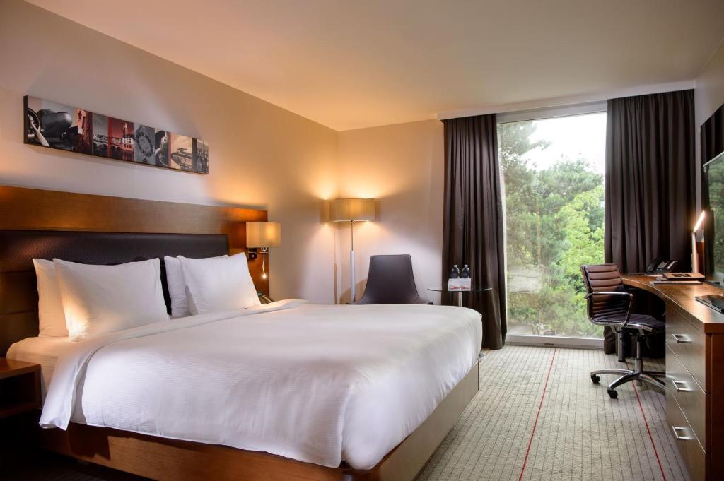 Ein Bett oder Betten in einem Zimmer der Unterkunft Hilton Zurich Airport