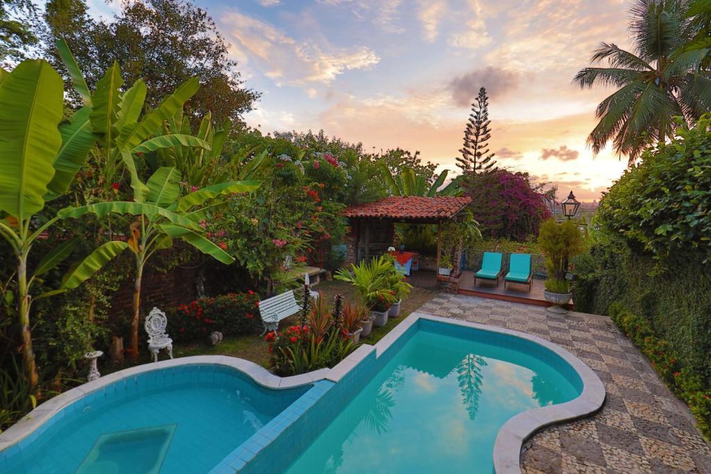 A piscina localizada em Pousada do Amparo ou nos arredores