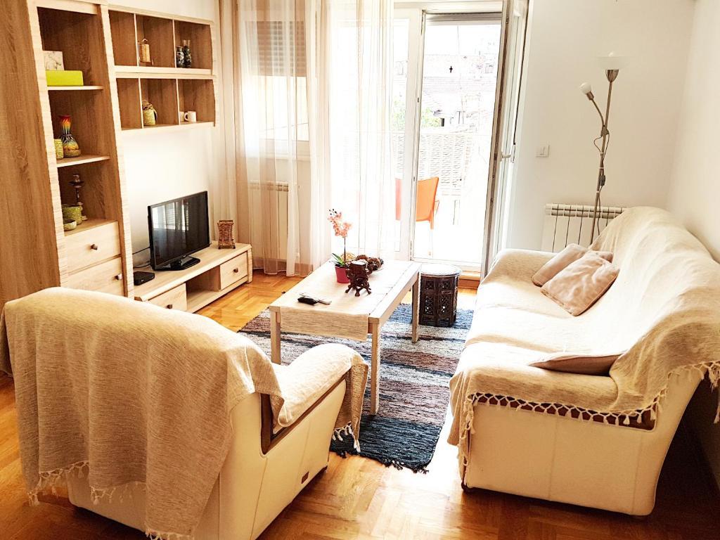 Coin salon dans l'établissement Shining Apartment