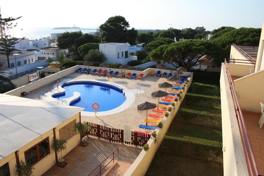 Вид на басейн у Apartamentos Turisticos Caños de Meca або поблизу