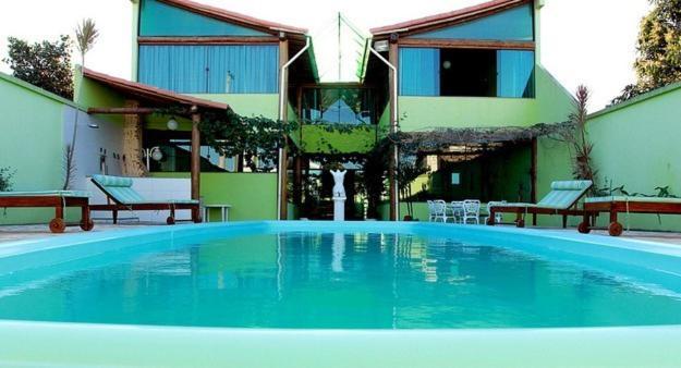 A piscina localizada em Pousada Luz do Sol ou nos arredores