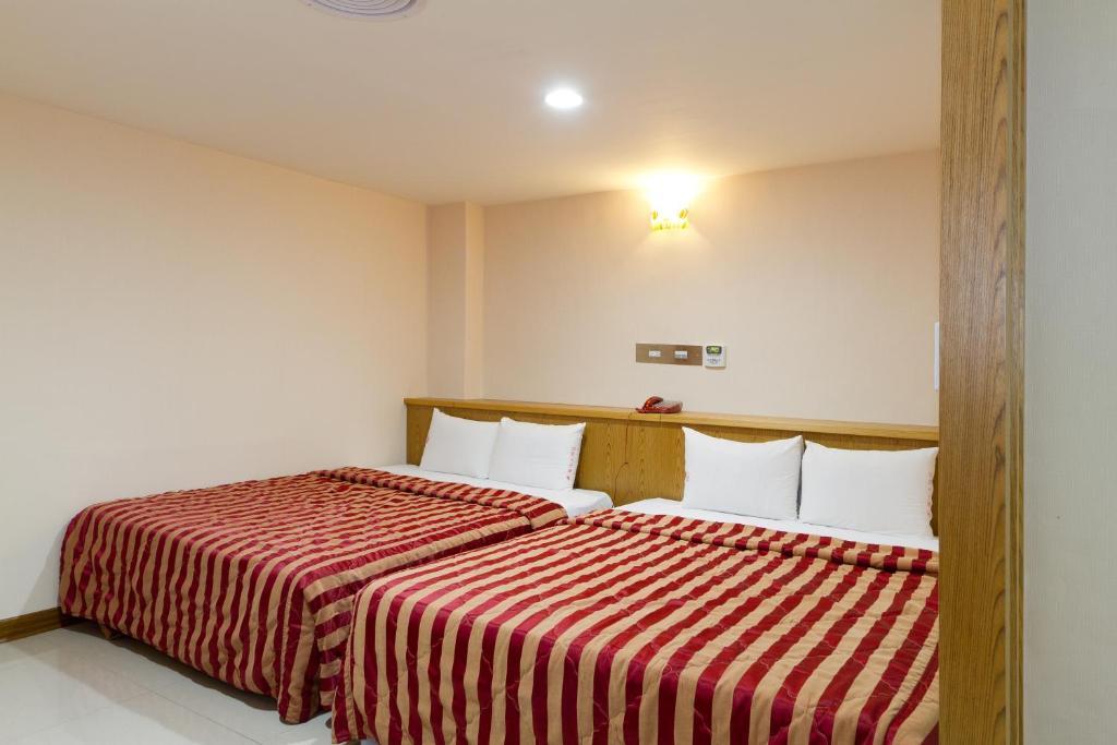 嵩山大飯店 房間的床