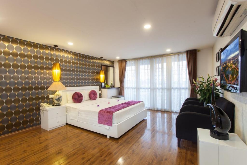 Giường trong phòng chung tại Icon 36 Hotel