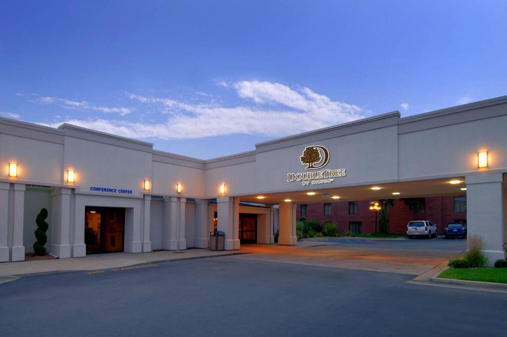 DoubleTree by Hilton Grand Rapids Airport.