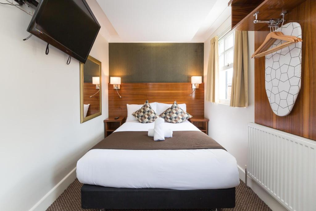 A bed or beds in a room at Chester Hotel