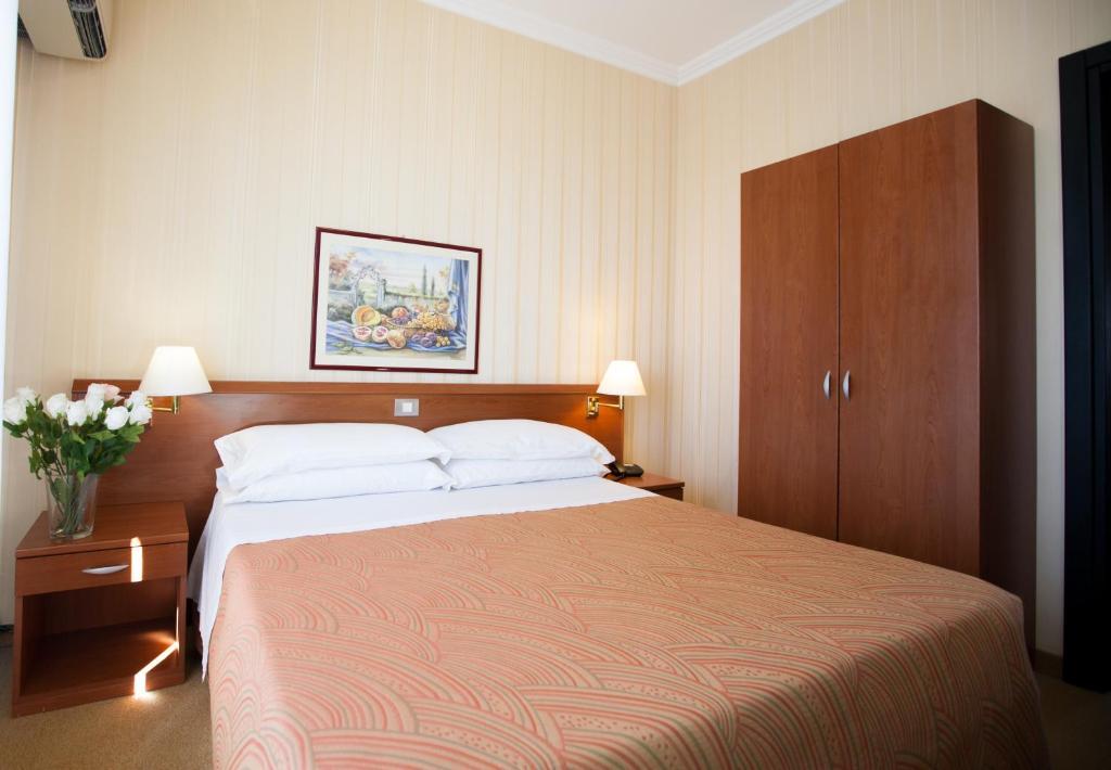 Hotel Dei Fiori.Hotel Dei Fiori Milan Italy Booking Com