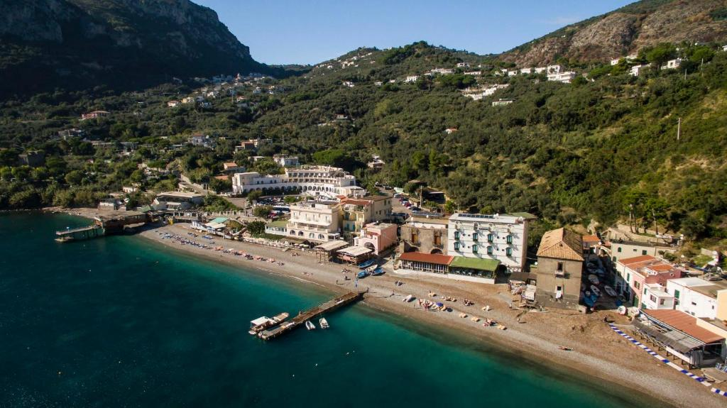 A bird's-eye view of Taverna Del Capitano